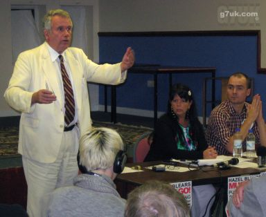 Martin Bell speaking at the 'Hazel Must Go' meeting in Eccles on 16 September 2009