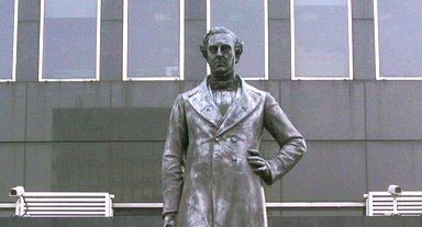 The statue of Robert Stephenson at Euston Station