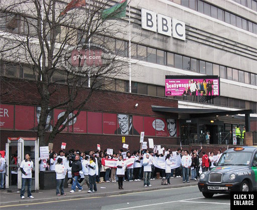 Chinese students protest outside the BBC studios in 2008.